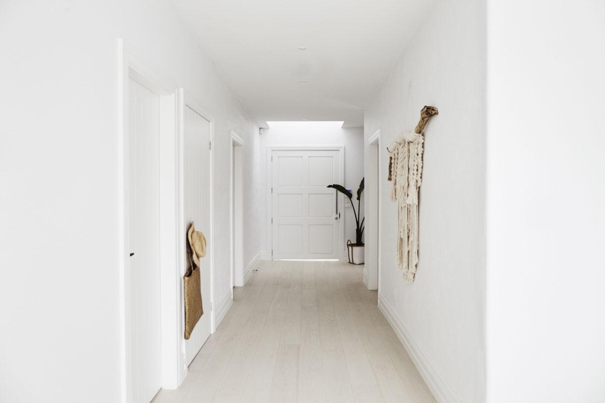 korytarz-listwy-przypodlogowe